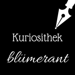 Weiße Schrift und Schreibfeder-Icon auf schwarzem Hintergrund: Kuriosithek - blümerant | Klopfecke - Texte mit Geist